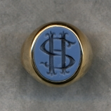 A Ladies' Monogram Ring in Bicolor Agate.