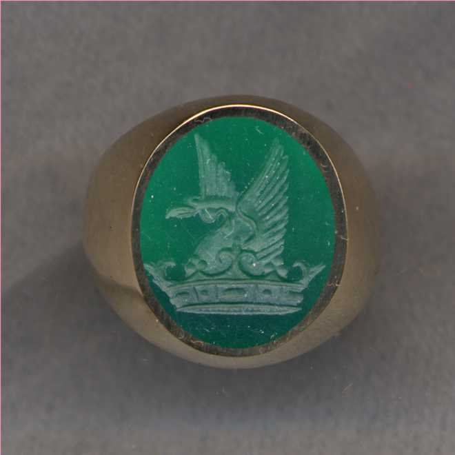 A ladies' Stone Crest Ring.